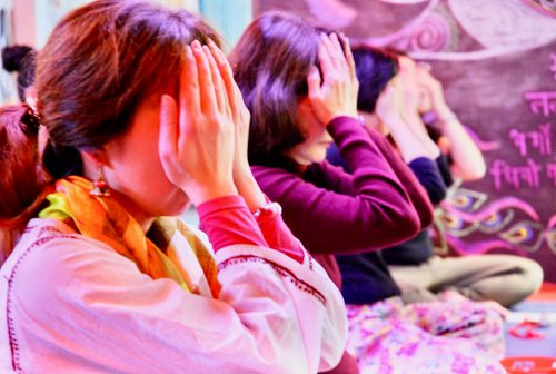 北浜伝統ヨガスタジオの開運リラックスヨガの光景